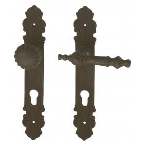 Nachgefertigter Türbeschlag 'Vöcklabruck' aus Eisen mit Türdrücker und Knauf für Haustüren, Historismus